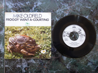 1974 Froggy Went A-Courting / Extract from Tubular Bells 13245-AT MISPRESSING (labels in wrong order).